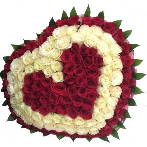 Купить букет в форме сердца из бело-красных роз в Комсомольске-на-Амуре