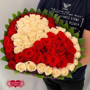 Купить букет в виде сердца из белых и красных роз в Комсомольске-на-Амуре