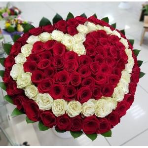 Купить букет из 101 роз в виде сердца в Комсомольске-на-Амуре