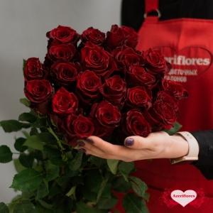 Бордовые розы с доставкой в Комсомольске-на-Амуре