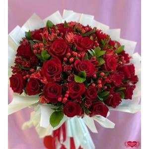 Купить букет «Манящие алые розы» с доставкой в Комсомольске-на-Амуре