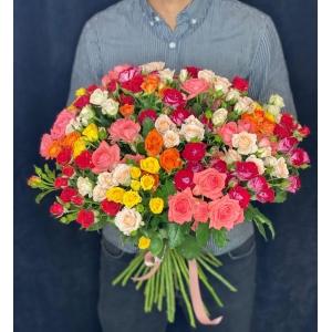 Купить букет «Полянка из кустовых роз» с доставкой в Комсомольске-на-Амуре