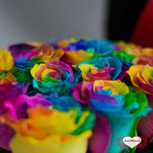 Купить коробку цветов «Радуга» с доставкой в Комсомольске-на-Амуре