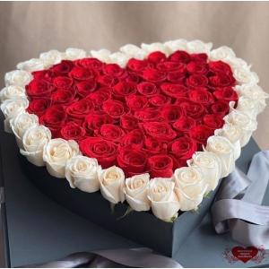 Купить цветы в коробке в форме сердца с доставкой в Комсомольске-на-Амуре