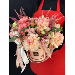 Купить коробку цветов «Мисс Пигги» с доставкой в Комсомольске-на-Амуре