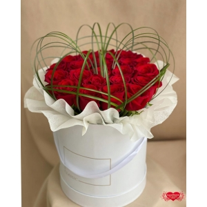 Купить коробку с 25 красными розами с доставкой в Комсомольске-на-Амуре