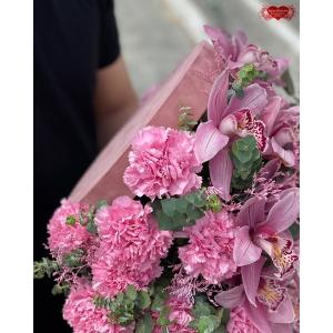 Купить коробку с розовой орхидеей с доставкой в Комсомольске-на-Амуре