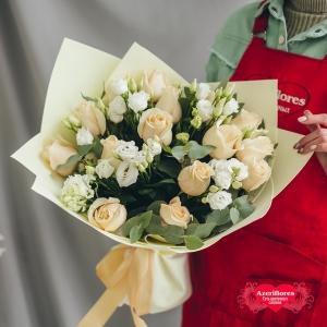Купить «Нежный» букет из роз и лизиантуса в Комсомольске-на-Амуре