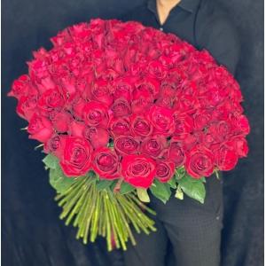 Купить охапку из 101 роз Фридом со скидкой и доставкой в Комсомольске-на-Амуре