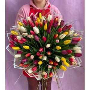 Купить охапку-микс из 101 тюльпана с доставкой в Комсомольске-на-Амуре
