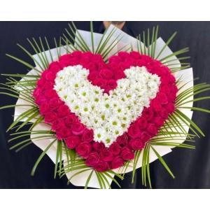 Купить охапку цветов «Сердце любви» с доставкой в Комсомольске-на-Амуре