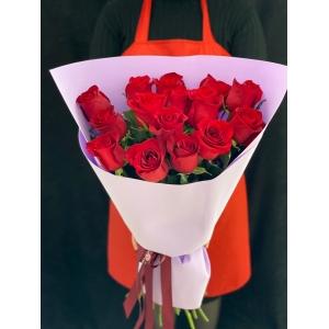 Купить охапку из 13 роз с доставкой в Комсомольске-на-Амуре