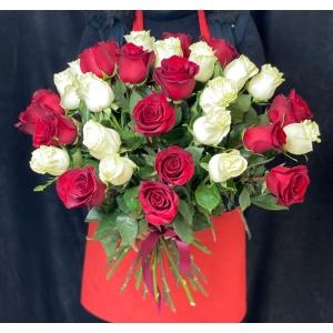 Купить охапку из 41 розы с доставкой в Комсомольске-на-Амуре