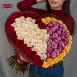 Купить охапку роз в виде сердца из двух половинок в Комсомольске-на-Амуре
