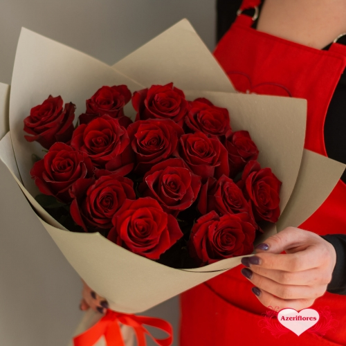 Купить букет из 15 красных роз в Комсомольске-на-Амуре
