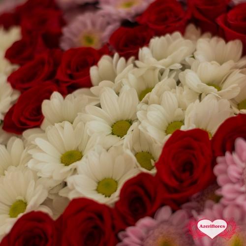 Купить букет «Чувствуй меня» в виде сердца из роз и хризантем в Комсомольске-на-Амуре