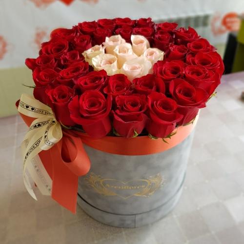 Купить коробку с 31 розой в Комсомольске-на-Амуре