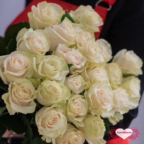 Белые розы с доставкой в Комсомольске-на-Амуре