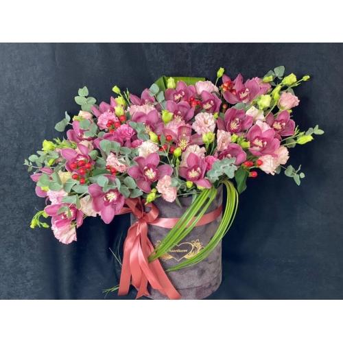 Купить коробку цветов «Chanel» с доставкой в Комсомольске-на-Амуре