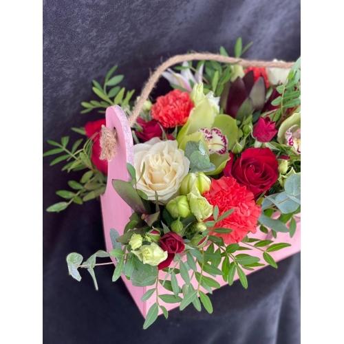 Купить коробку цветов «Радость» с доставкой в Комсомольске-на-Амуре