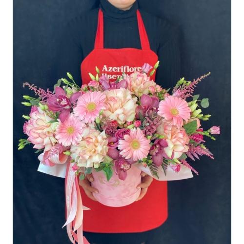 Купить коробку цветов «Розовый бархат» с доставкой в Комсомольске-на-Амуре