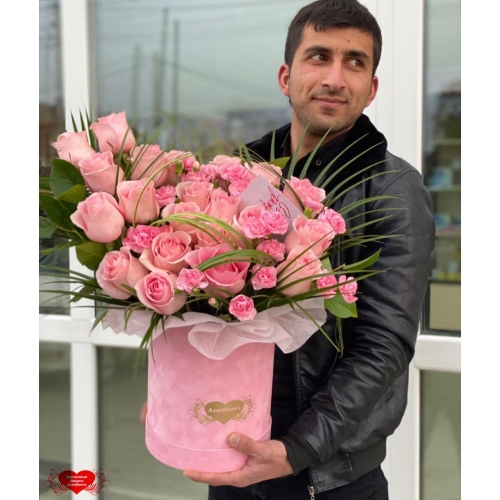 Купить коробку цветов «Розовый микс» с доставкой в Комсомольске-на-Амуре