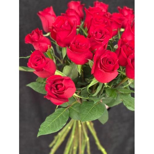 Купить охапку цветов «Фридом» с доставкой в Комсомольске-на-Амуре