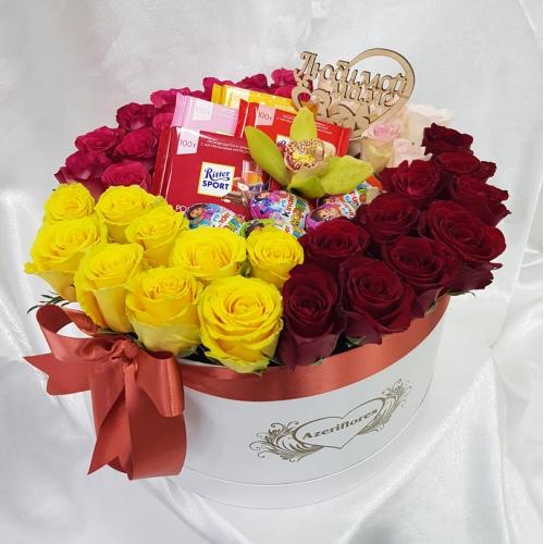 Купить розы в коробке со сладостями в Комсомольске-на-Амуре